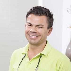 Adrian Makowski – Zahnarzt Menden